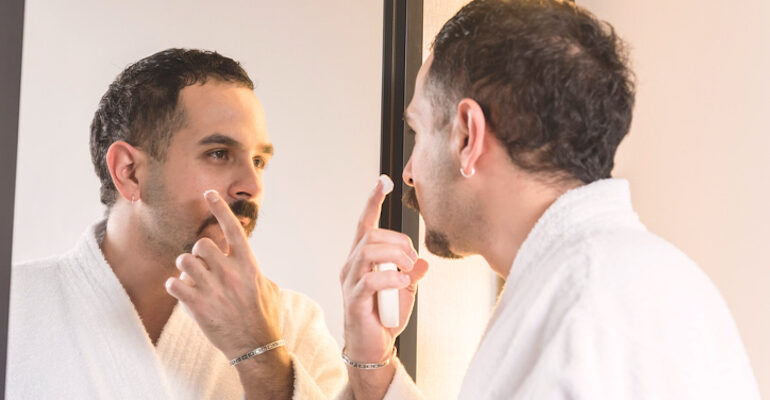 the right way to detect and treat blind pimples