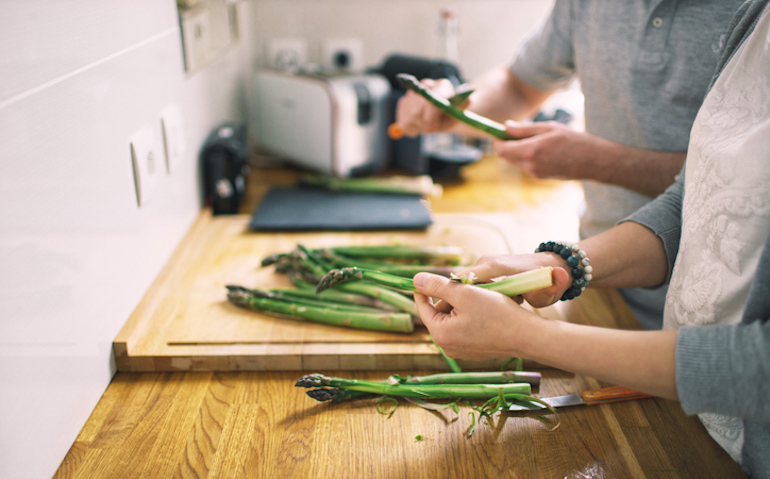 Couple preparing asparagus for dinner, which is the most common food that causes smelly urine